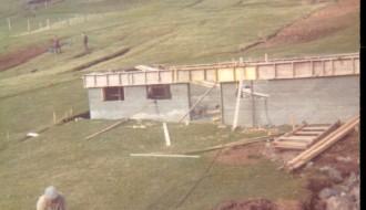 Byggja hús vesturi í Bø í 1974