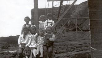 Børn við tráðbanan á Eiðinum