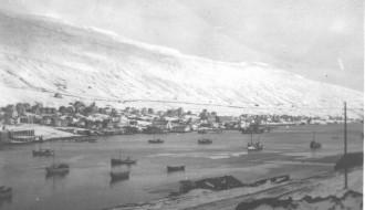 Skip á fjørðinum á vetrartíð