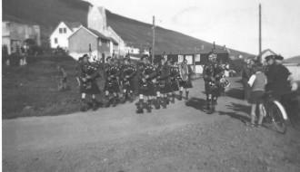 Bretskir hermenn í skrúðgongu