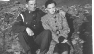 Hermaður og ung kvinna
