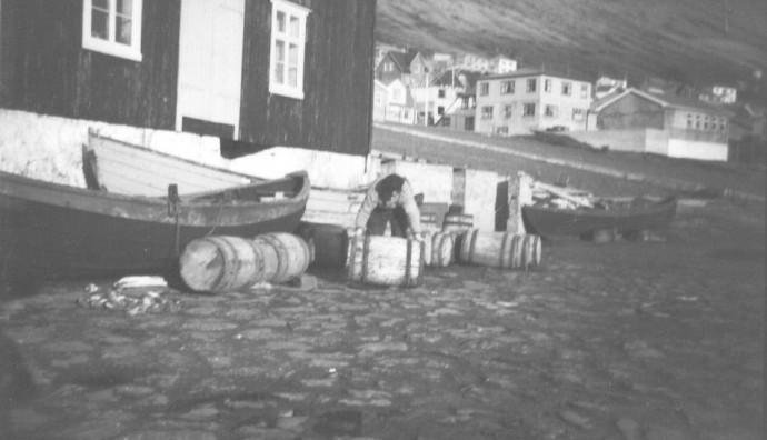 Á fiskaplássinum á Løðhamri