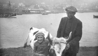 Magnus Vinther (Manne Bekk) og dótturin Hanna