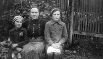 Thora í Brekkugerði og Hanna og Hilda