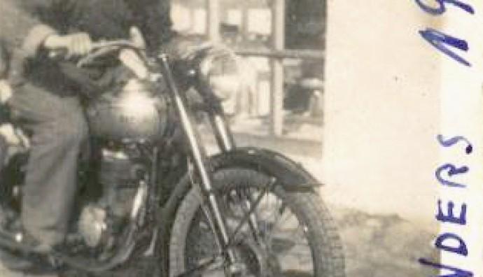 Anders Kristensen á motorsúklu í 1948