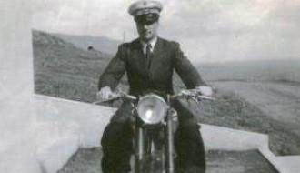 Haakon Djurhuus á motorsúklu