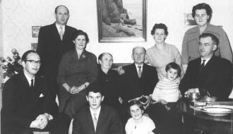 John Pauli Vilhelm og Maren Helena við familju