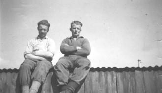 Jens Pauli Midjord og Torben á Bakka í grótbrotinum á Eiðinum