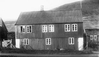 Krambúð og sethús hjá D. J. Vilhelm við Misá