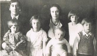 Peter Jens Mohr Augustinussen við familju