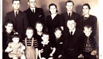 Petur á Gørðunum við familju